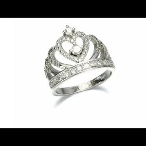 Jewelry - Gorgeous crown ring